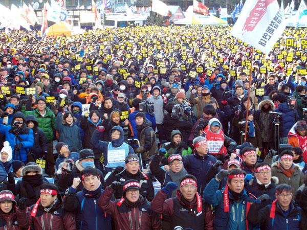 韓国:怒った労働者民衆10万、「...