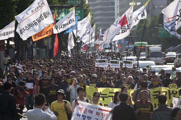 1万の労働者が集結、「セウォル号惨事、民衆の死は社会的虐殺」と怒り