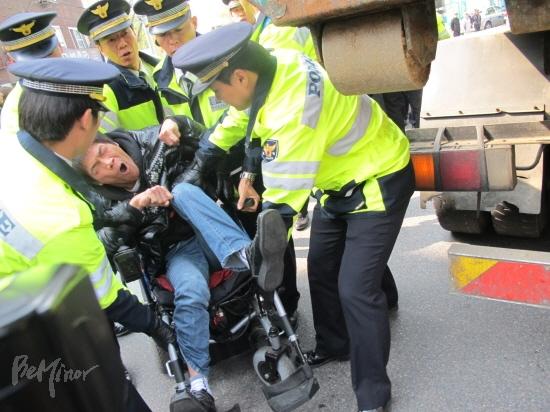 韓国:福祉部主催の障害者の日イ...
