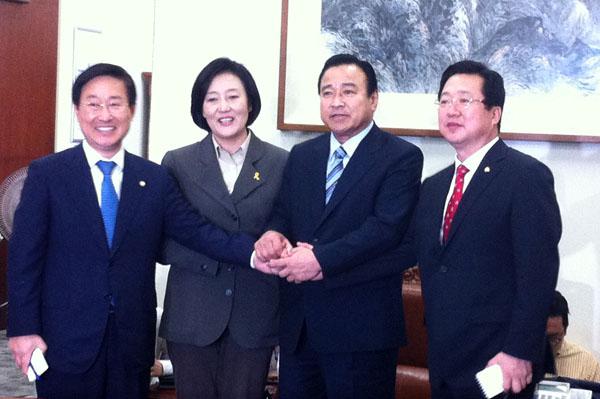 韓国:李完九-朴映宣交渉、遺族代...